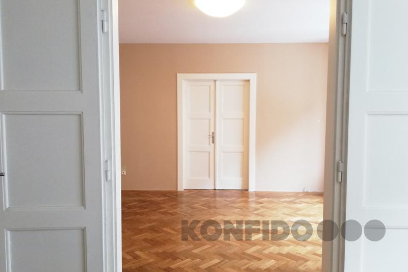 Bratislava 04 Konfido Stare Mesto Povraznicka pohlad z izby smerom do dalsej izby