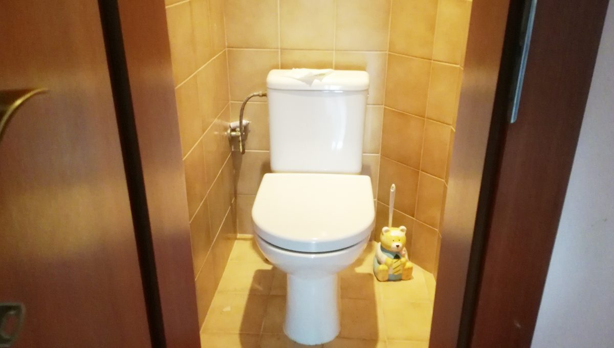 Bratislava-Podunajske-Biskupice-JK15-viacgeneracny-rodinny-dom-pohlad-samostatnu-toaletu-v-dome
