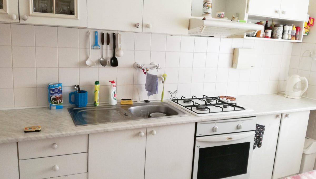 Bratislava-Podunajske-Biskupice-JK20-viacgeneracny-rodinny-dom-pohlad-na-kuchynsku-linku-v-druhej-samostatnej-casti-rodinneho-domu
