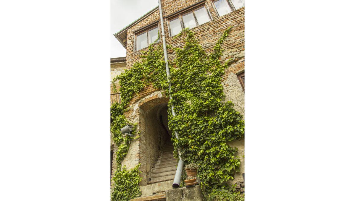 Modra 07 mestiansky dom na namesti pohlad na vstup do casti urcenej pre sluzobnictvo