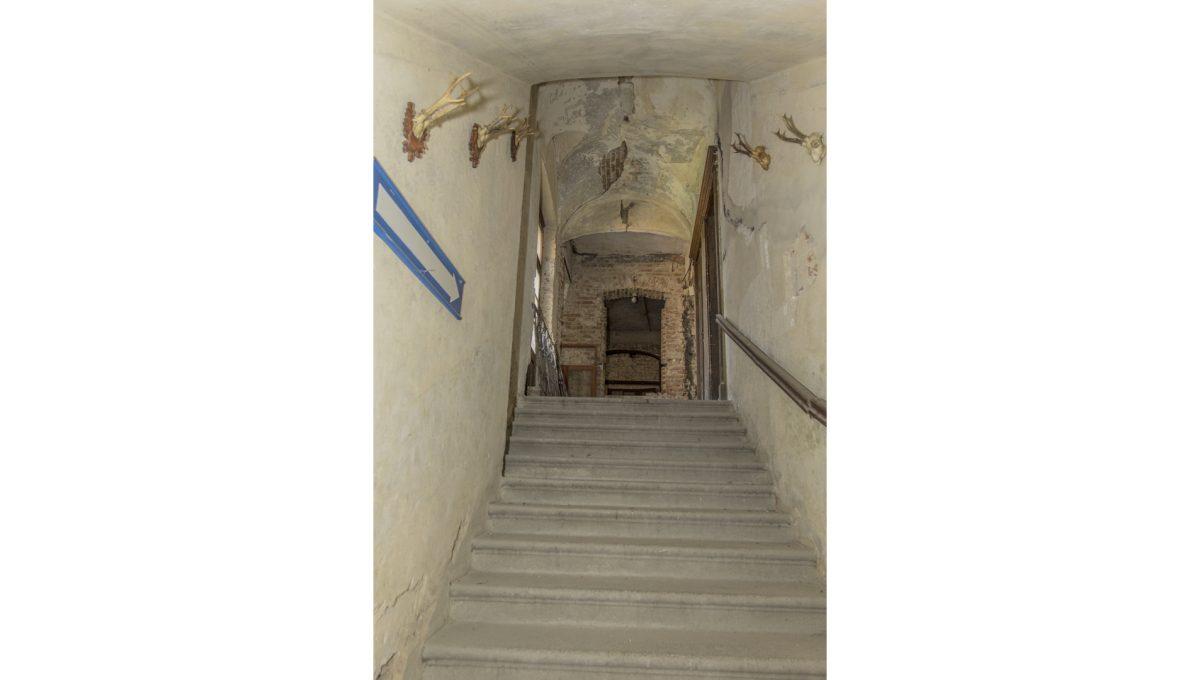 Modra 38 mestiansky dom na namesti pohlad na schodisko veduce z prizemia na poschodie