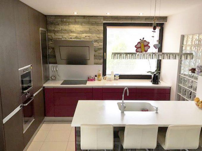 Senec-01-4-izbovy-rodinny-dom-kuchyna-kuchynska-linka-1