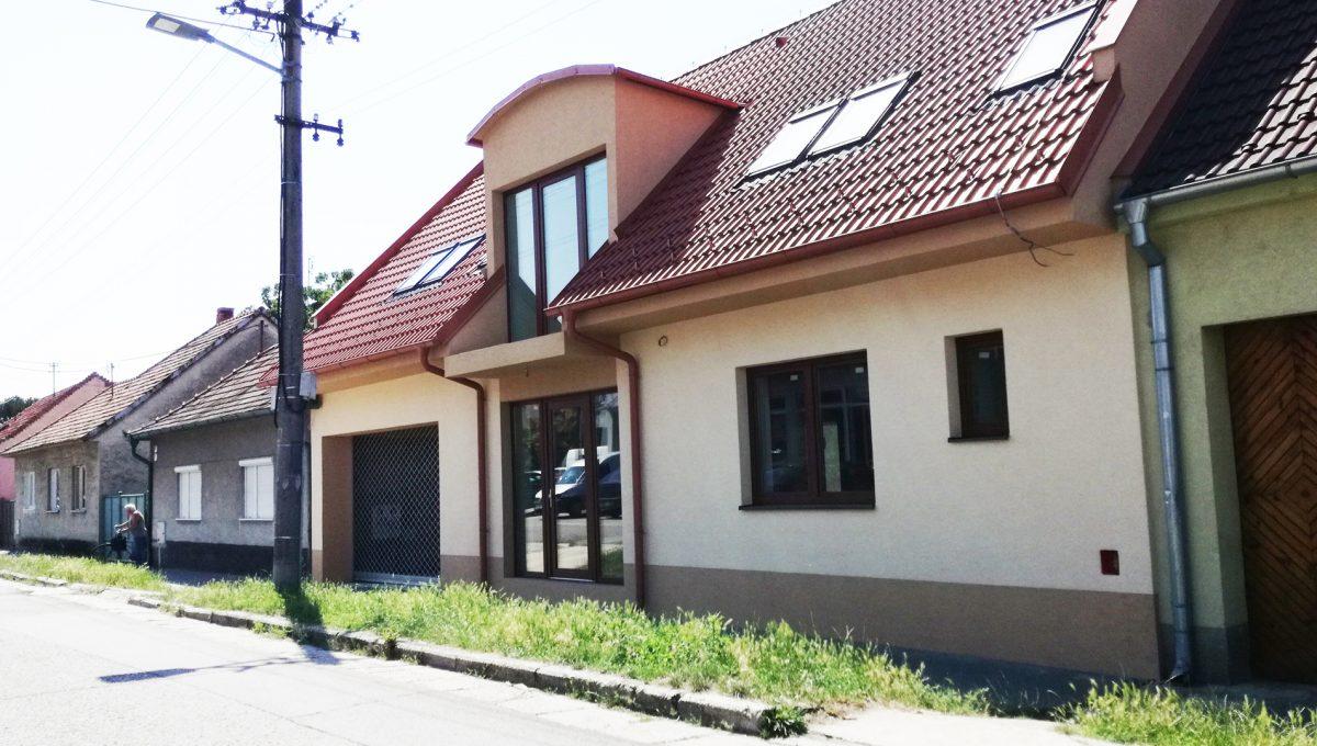Senec-09-Vajanskeho-ulica-rodinny-dom-pred-dokoncenim-pohlad-na-dom-z-ulice