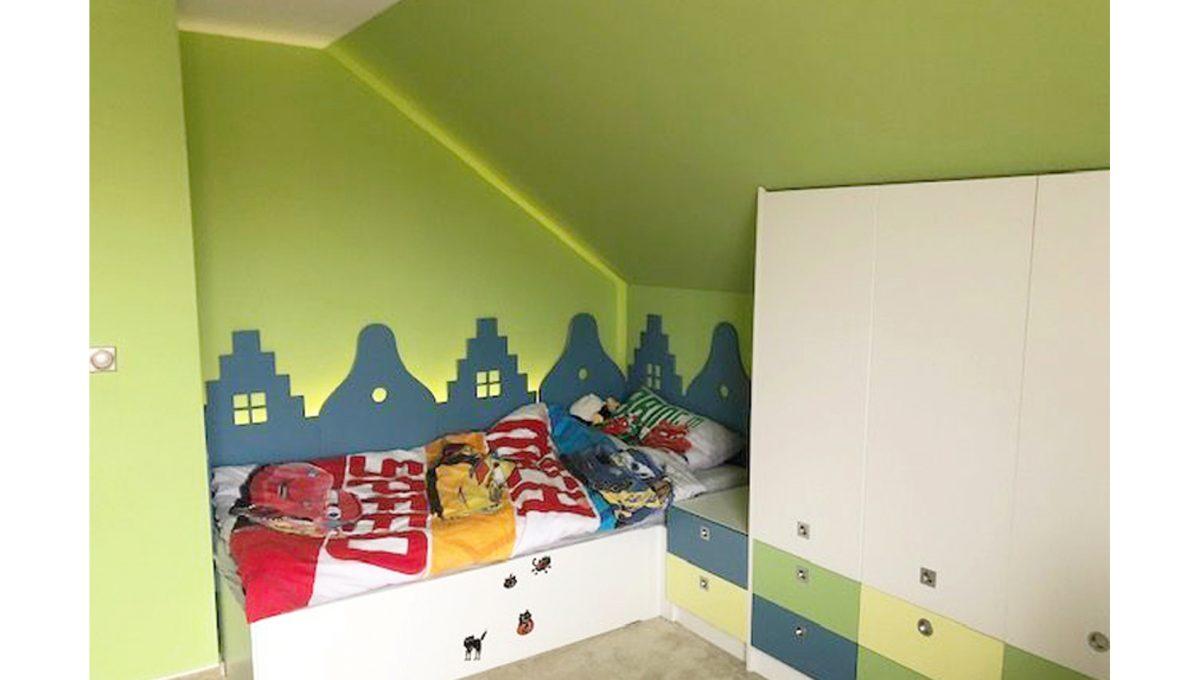 Senec 11 4-izbovy rodinny dom detska izba skrina postel svetlo