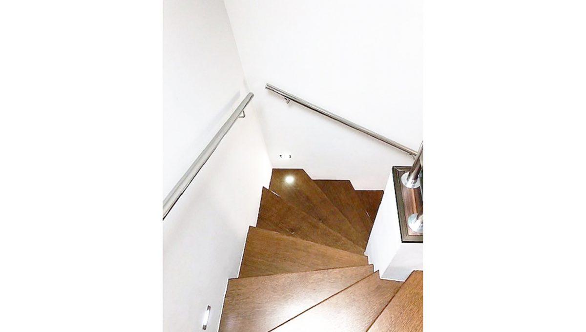 Senec 15 4-izbovy rodinny dom schodisko