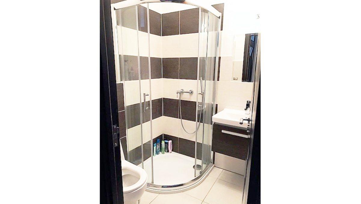 Senec 19 4-izbovy rodinny dom kupelna toaleta sprchovy kut