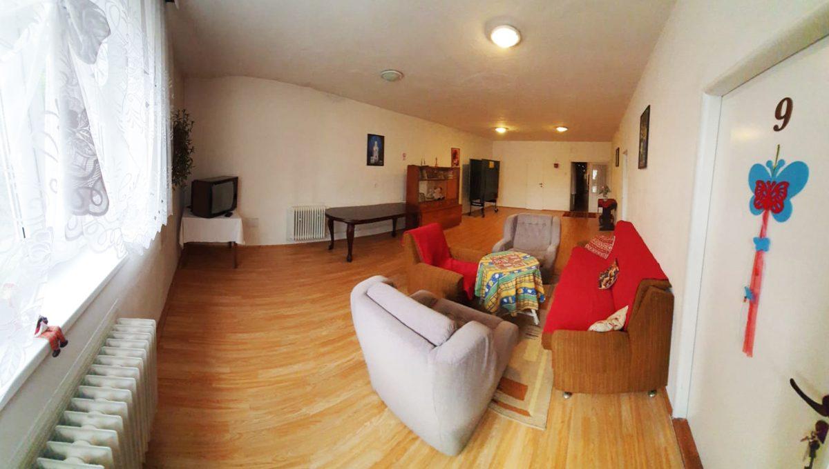 Turany 05 hotel penzion ubytovna s certifikovanou strelnicou pohlad na sedenie na chodbe